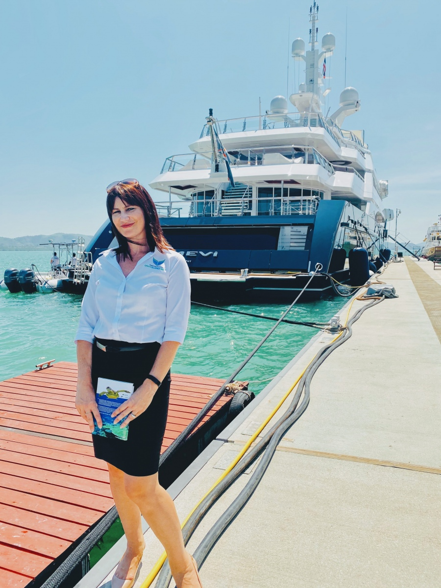 Joanne-Drake-visiting-vessels-at-Yacht-Haven-Marina